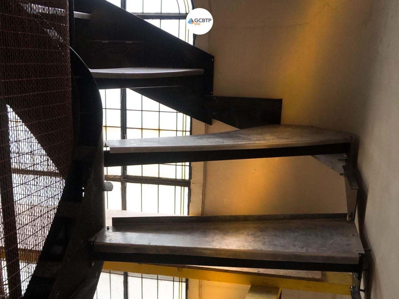 Logo Paris – Prolongement de l'escalier d'un immeuble parisien
